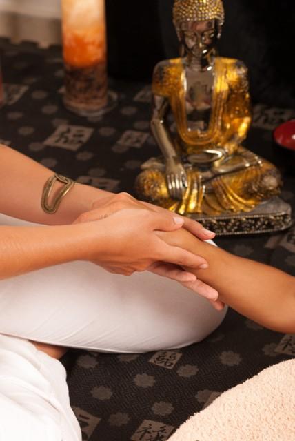 עיסוי איורוודה טיפול שמקורו בהודו