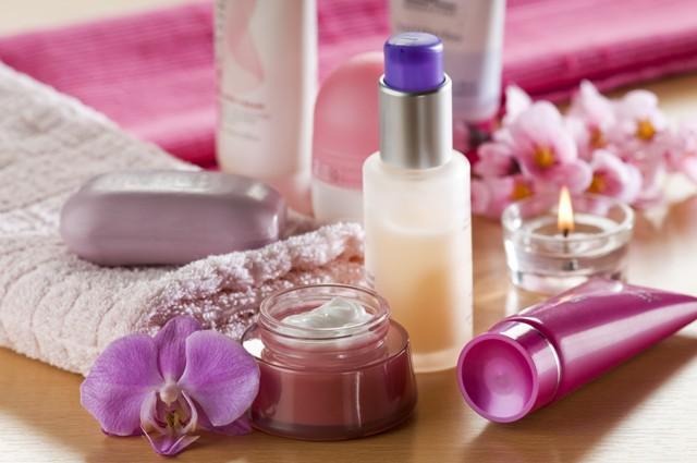מוצרי קוסמטיקה וטיפוח מחומרים טבעיים