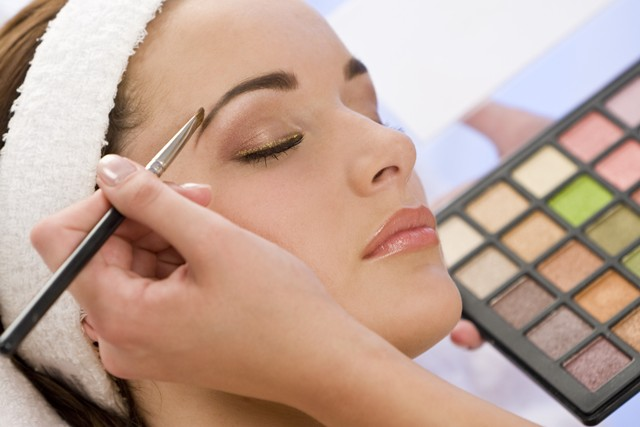 איפור קבוע טיפולי פנים ומגוון טיפולי קוסמטיקה וטיפוח