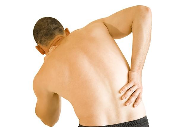 עיסוי רפואי לטפל בגוף כואב ומוגבל